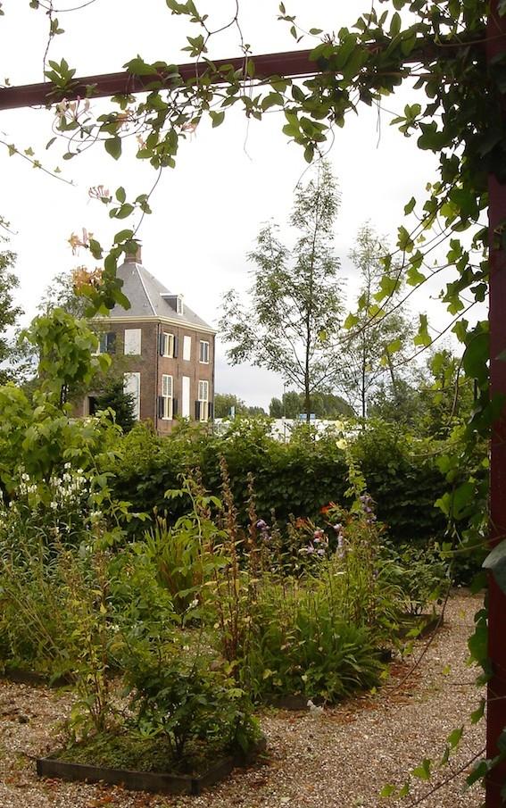 Hofwijck na de tuinrestauratie gezien vanuit een groenkabinet